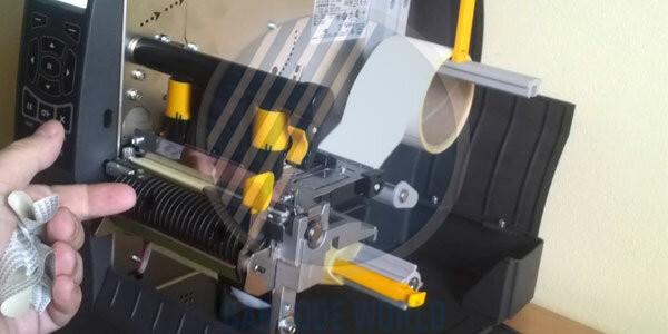 Máy in barcode Zebra ZT230 - Thiết kế máy in với lớp vỏ cứng cáp, độ bền cao
