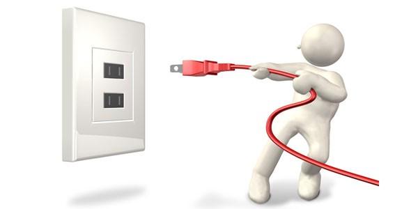 Ngắt nguồn điện là ưu tiên số 1 nếu chẳng may máy quét mã vạch, máy kiểm kho bị vô nước